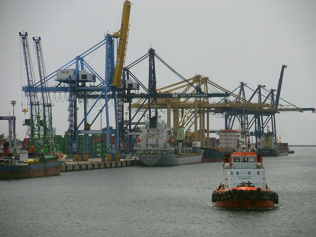 pelabuhan laut nusantara PICT0137