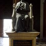 Statue en bronze de Saint-Pierre