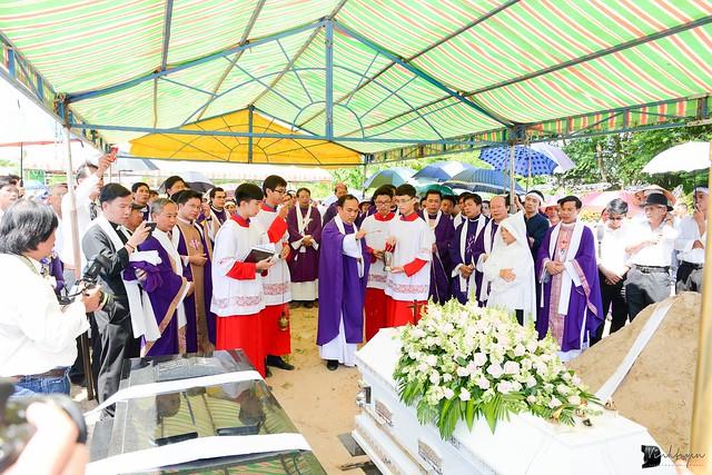 Lễ An Táng Thân Phụ Đức TGM Giuse Nguyễn Chí Linh - Ảnh minh hoạ 22