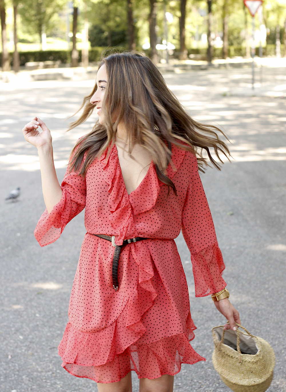 coral dress with dots and frills uterqüe black heels summer outfit style fashion06