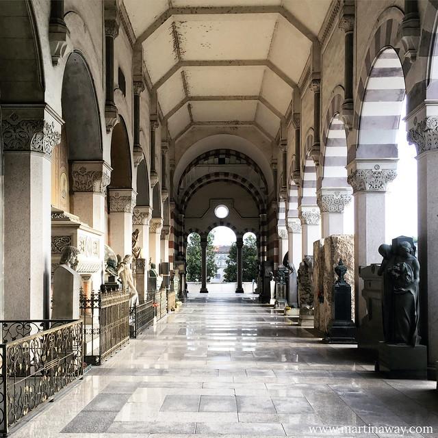 Una galleria del Cimitero Monumentale di Milano