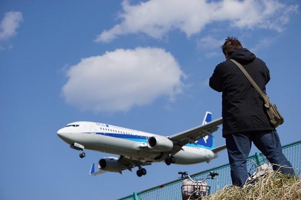 170530 飛行機が最も近い千里川土手1