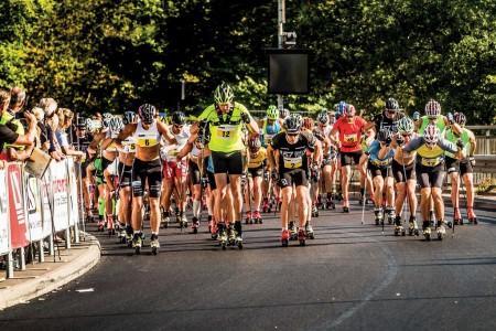 Ve švédském Trollhättanu se už každé léto koná největší závod na kolečkových lyžích ve střední Evropě. Prvního ročníku se zúčastnilo 35 závodníků, kteří se sami podíleli na organizaci samot...