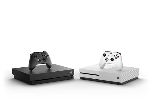 Xbox-One-X_Console-Controller_Hrz_Family_Mirror_White-and-Black