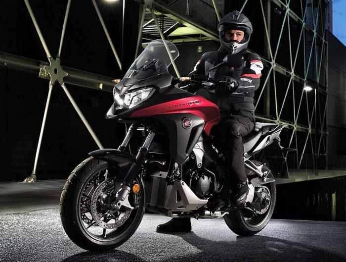 honda vfr 800 x crossrunner 2017 galerie moto motoplanete. Black Bedroom Furniture Sets. Home Design Ideas