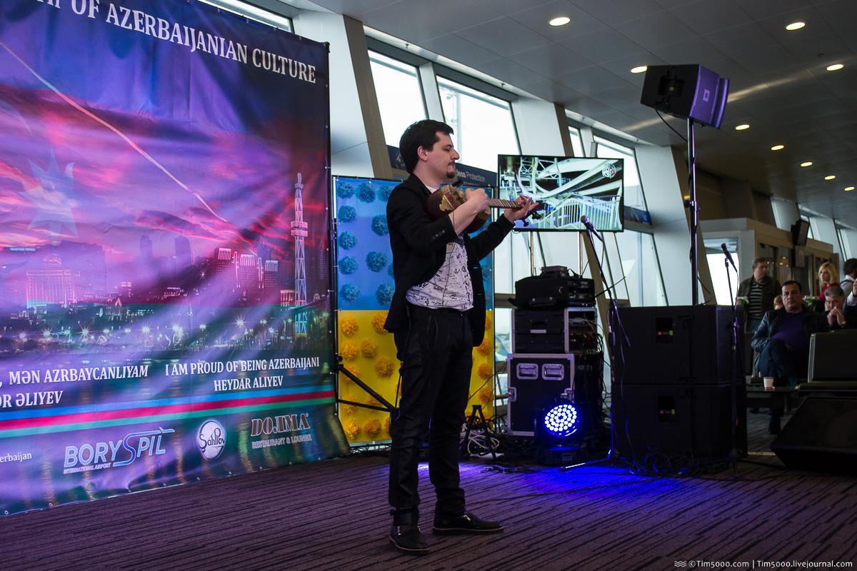 Выступление музыканта-виртуоза Арслана Новрасли