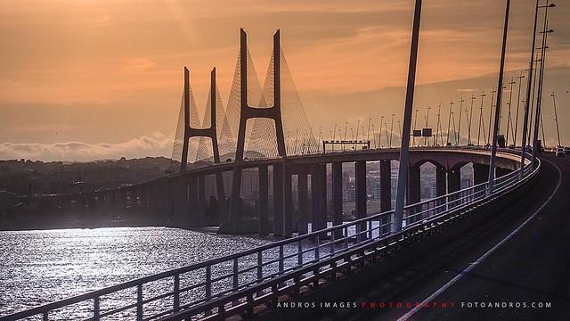 El Puente Vasco de Gama en el Estuario del río Tajo - Lisboa //The Vasco de Gama Bridge in the Tajo River Estuary - Lisbon