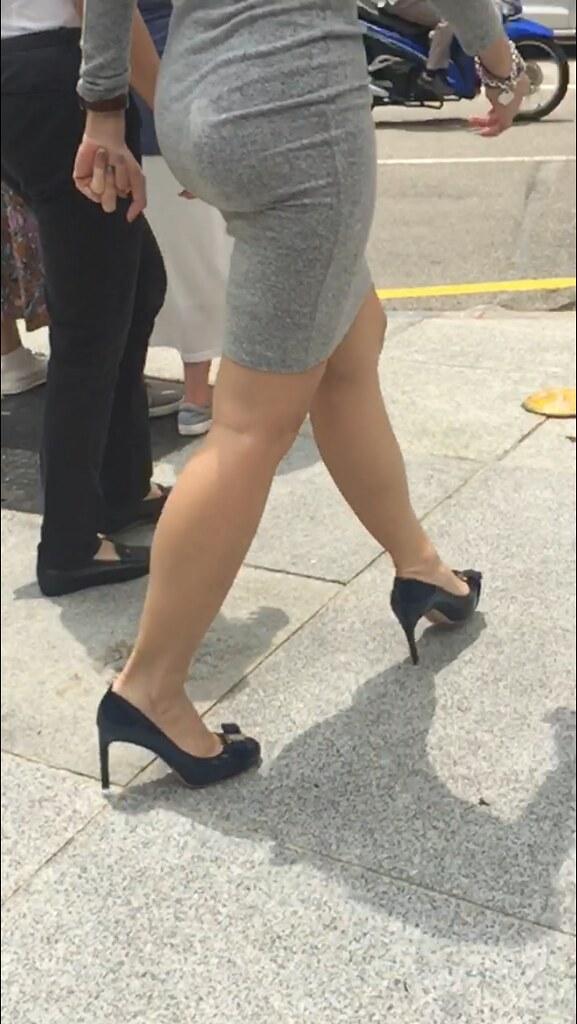 Wife ass candid