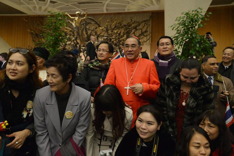 Các tu sĩ Phật giáo Thái Lan dịch kinh Phật cho Đức Thánh cha
