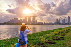 Young woman traveler  with singapore city downtown background