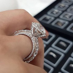 Wow🌼🌊 #voltairediamonds #fiance #fashion #gold #proposal #wedding #weddingday #weddingring #weddingdress #weddingjewelry #ring #rings #romance #rosegold #romantic #sayyes #silverjewelry #jewels #jewelry #jewelers #jewellery #jewelrydesigner