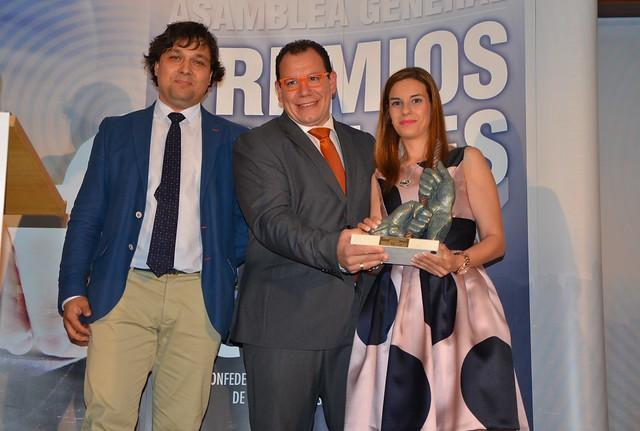 Juan Antonio Mendo entrega el Premio Innovación a Hergaher Morcillas y Farinatos