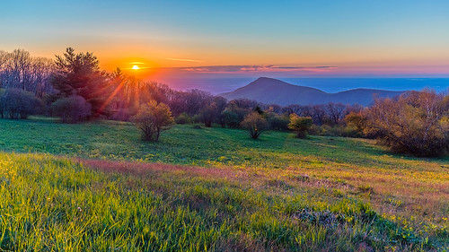 shenandoahnationalpark oldragviewoverlook usa sunrise landscape mountains spring virginia creativcommons oldragmountain skylinedrive appalachianmountains