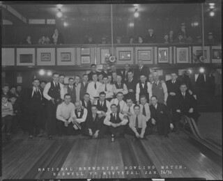 National Breweries bowling match between the Boswell and Montreal teams, at Frontenac Hall, Quebec City, Quebec / Partie de quilles entre les équipes de Boswell et de Montréal de la National Breweries, salle Frontenac, Québec (Québec)