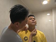 2017 05 21 兩個兒子刮鬍子