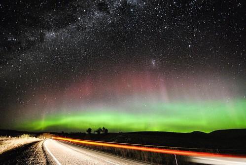 20170528,這一晚,絕對是這一年裡最難忘的其中一個時刻!KP值將近8,而我們人正好裡紐西蘭最南點不遠,比其前幾次追的極光根本不能比! #這已經是南極光在紐西蘭看的最大值了 #南邊的天空畫出弧形的閃爍綠光 #NikonD3000逼出最大極限 #超破新手相機就能拍出來 #howamazing#amazing#stunning#great#kp7#fantasy#beautifulcolor#naturecolor#beam#beaming#dancecolor#aurora#southernlight#
