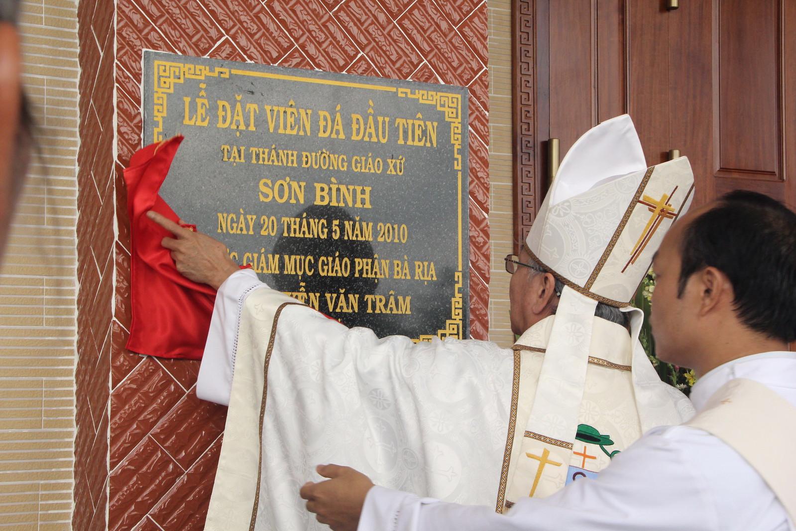 Giáo xứ Sơn Bình: Thánh lễ tạ ơn và nghi thức cung hiến thánh đường và xức dầu bàn thờ