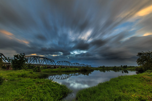 高雄市 高屏溪 台灣 taiwan kaohsiung longexposure sunrise 大樹區 6d ef1635mm nd64 雲 cloud 舊鐵橋 長曝 水池 sky