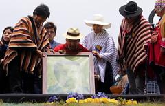 05/25/2017 - 11:55 - Cochasquí, Quito, jueves 25 de mayo del 2017 (Andes).-El presidente de la república Lenin Moreno recibió el Bastón de Mando de parte de representantes de pueblos y nacionalidades indígenas. Foto:Andes/César Muñoz
