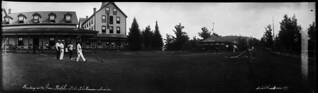 Lawn bowling at Prospect House, Lake Rosseau, Port Sandfield, Muskoka Lakes, Ontario / Une partie de boulingrin à Prospect House, lac Rosseau, Port Sandfield, Muskoka Lakes (Ontario)