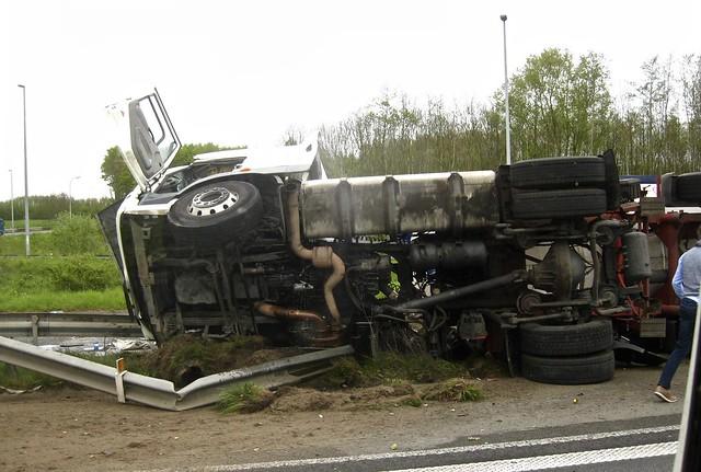 Truck Accident on Motorway, Canon DIGITAL IXUS 85 IS