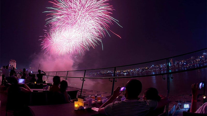 Novotel Danang Premier Han River - Tiệc buffet pháo hoa với ưu đãi cao nhất thành phố 2