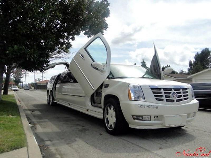 """Прокат лимузинов в Кишиневе от """"Limuzine-Chişinău"""" > Cadillac Escalade 2010"""