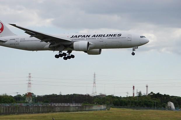 170530 飛行機が最も近い千里川土手2