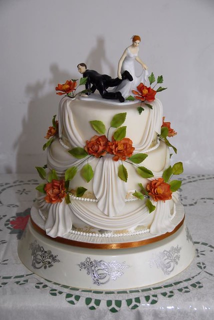 Roses are Red Cake by Bayer Iris of Elegantlittlethings