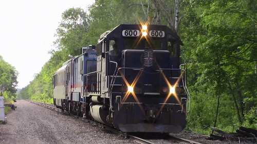 MEC 600 leads FRA Train to Northern Maine Junction