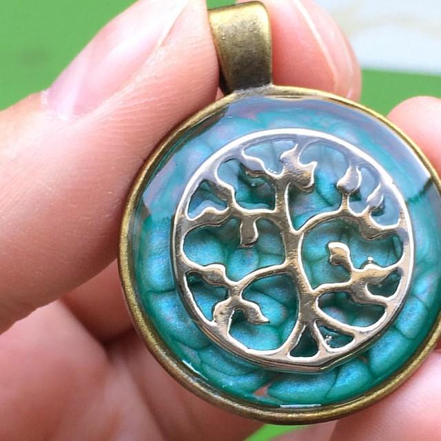Pebeo, resin, tree of life pendant 😊#resin  #positivenergy #resinjewelry  #pebeoart