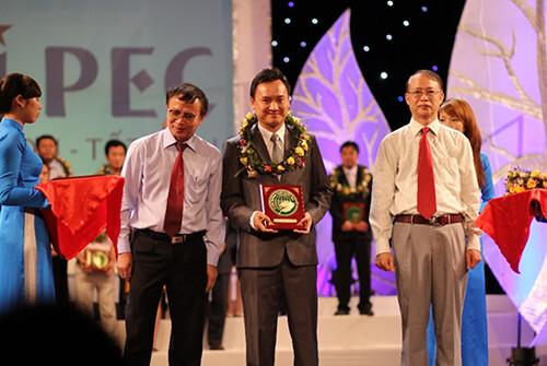 """Hi-Pec nhận giải thưởng """"Vì môi trường xanh quốc gia"""" năm 2013"""
