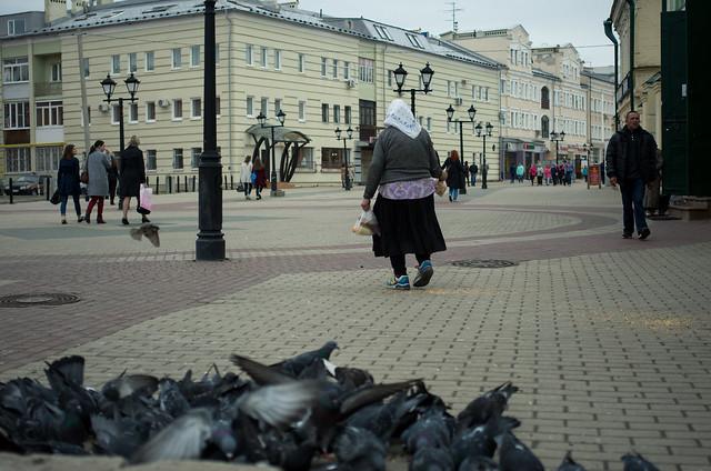 Feeding pigeons, Pentax K-5 II, smc PENTAX-DA 35mm F2.4 AL