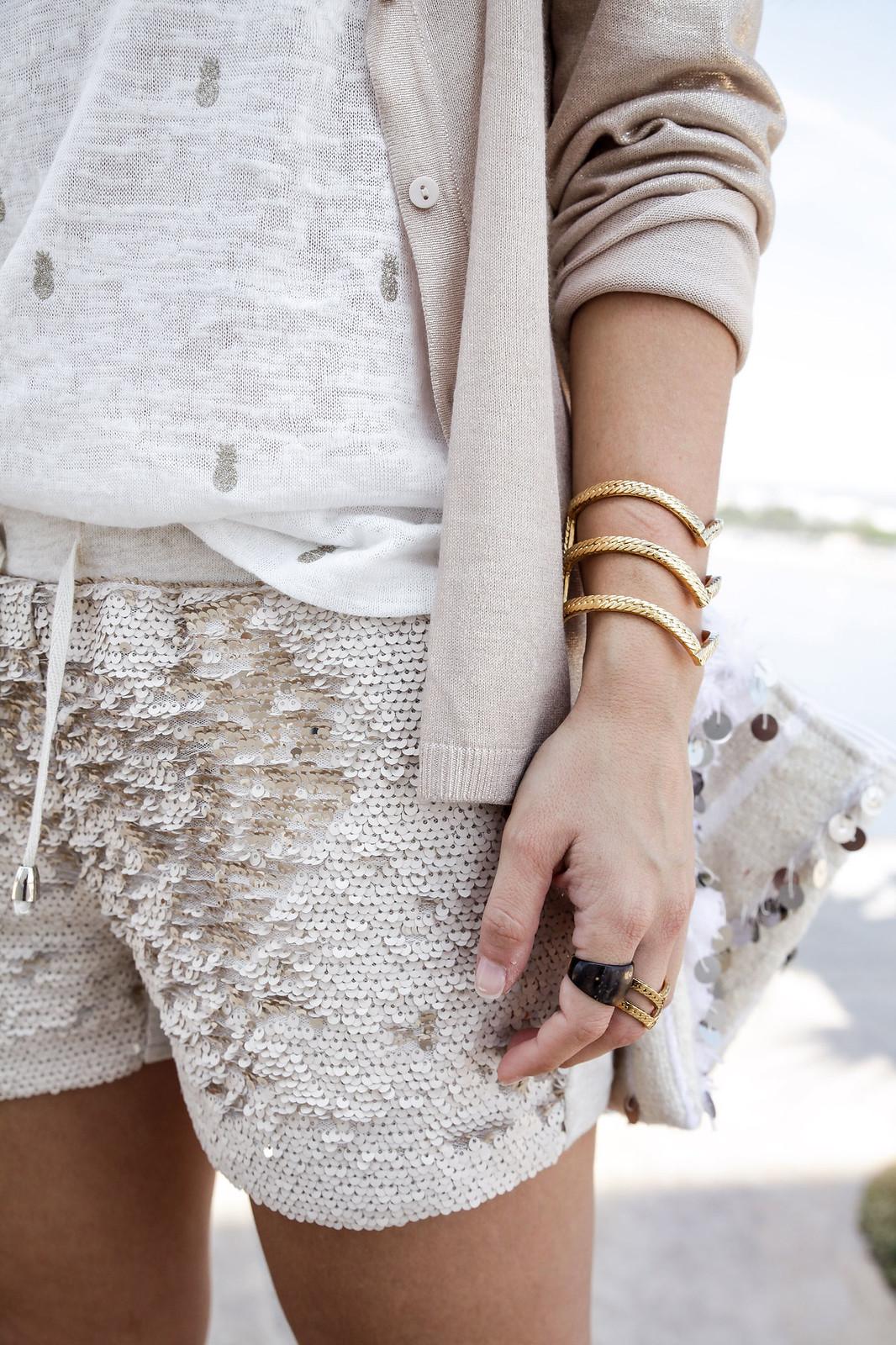 06_Shorts_lentejuelas_dorados_outfit_lelyjane_gold_shorts_theguetsgirl_laura_santolaria_influencer_barcelona_style