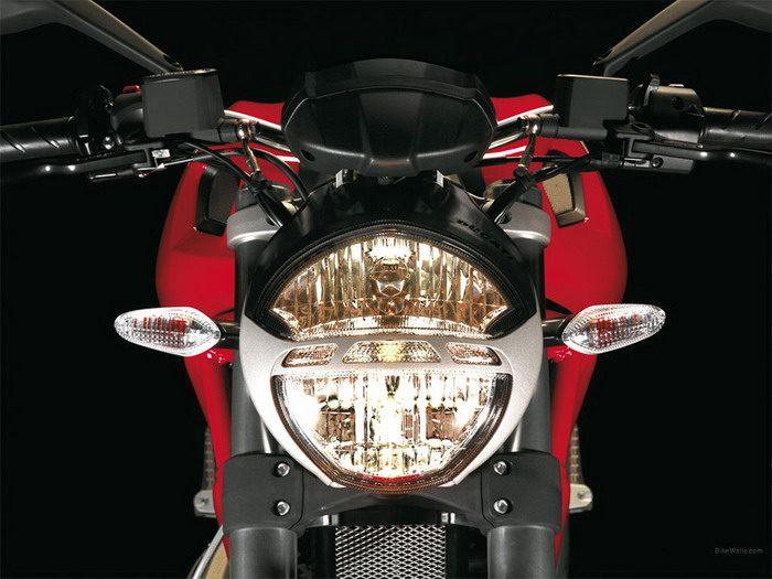 Ducati 696 MONSTER 2008 - 39