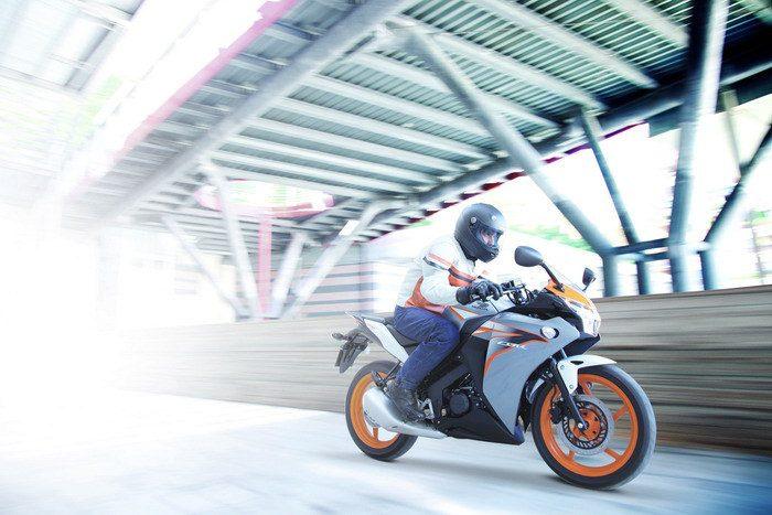 Honda CBR 125 R 2015 - 4