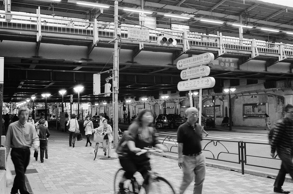 中野 Tokyo, Japan / Kodak TRI-X / Nikon FM2 不想述說、無法述說、時間停格、停滯不前。  關閉思索、脫離現實,抑或是逃避 ......  Nikon FM2 Nikon AI AF Nikkor 35mm F/2D Kodak TRI-X 400 / 400TX 1275-0007 2015-10-05 Photo by Toomore