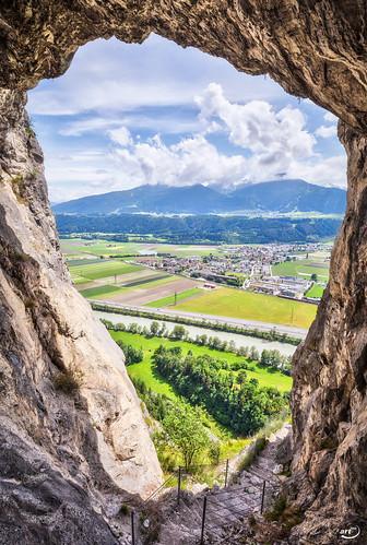 alpen art180 ausblick berg ferne fluss grotte kematen landschaft loch tirol wolken österreich zirl at fenster austria alps mountain tyrol view wideangle weitwinkel höhle eingang entry cave cavern window clouds berühmt famous