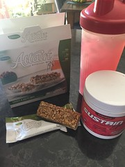 It's my mid morning snack time!!  #Attain sweet & salty snack bar and some raspberry lemonade #Sustain is guaranteed to get me thru!!  😁 Crave curving and cell rehydrating included!!  😋