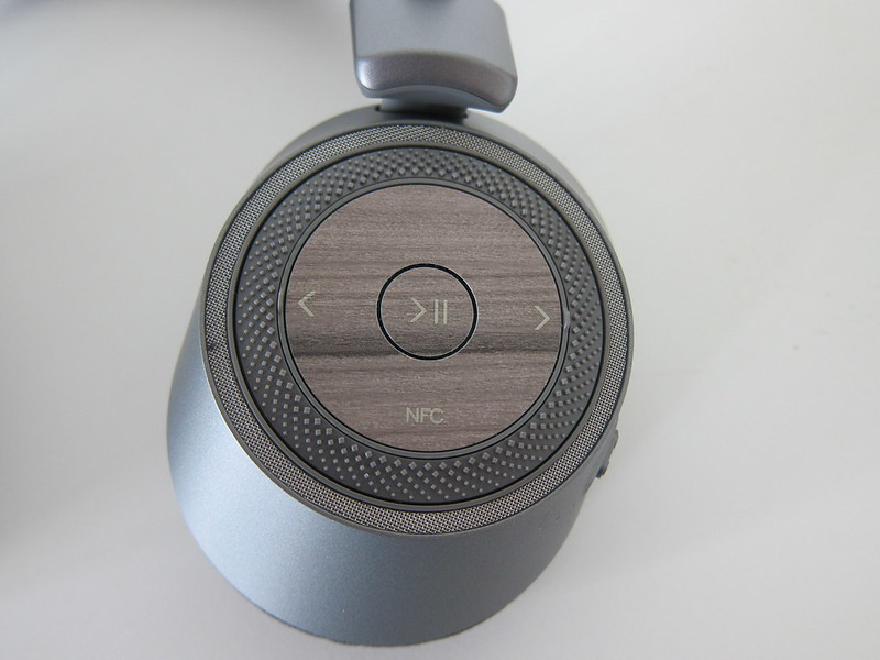Plantronics BackBeat PRO 2 SE - Left - Music Controls