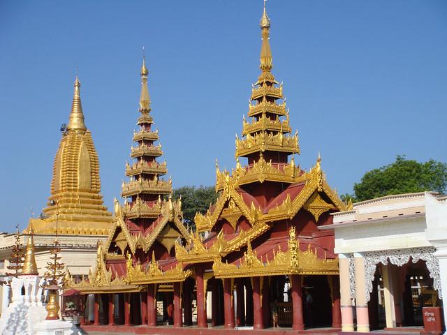 Shwezigon Pagoda. Bagan, Myanmar, Sony DSC-T200