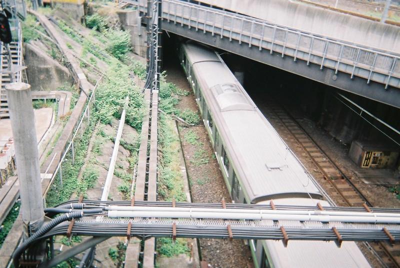 写ルンです池袋大橋下を抜ける山手線