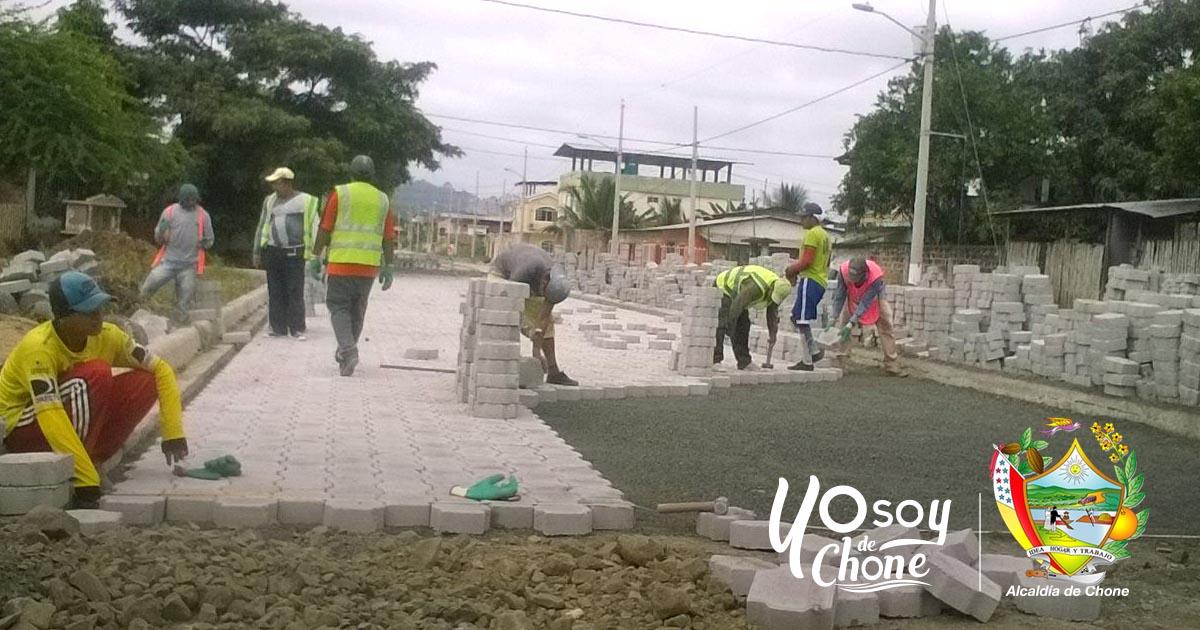 Colocan adoquín en el último tramo de calle Rafael Correa, Chone