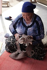 Cutting felt patterns, Kochkorka