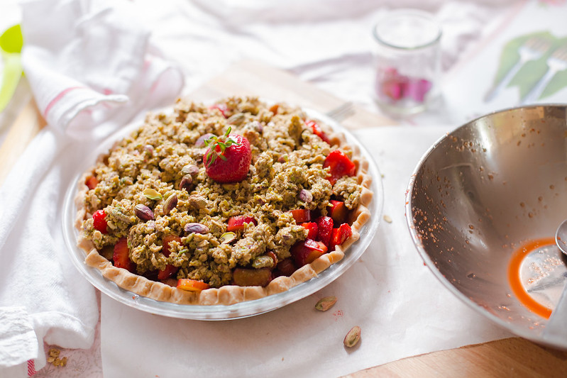 Strawberry Rhubarb Pie with Pistachio Oat Crisp
