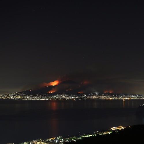 NAPOLI ARCHEOLOGICA & RESTAURO ARCHITETTURA: Incendio sul Vesuvio, il fumo tra gli scavi di Pompei: sembra un'eruzione, La Repubblica (11/07/2017).
