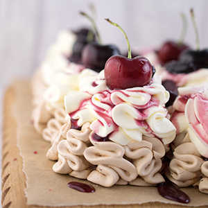 photo cherry-vanilla-pavlova.jpg