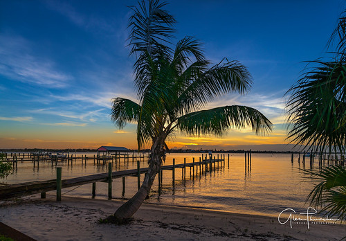 sony a7r2 sonya7r2 ilce7rm2 zeissfe1635mmf4zaoss fx fullframe scenic landscape waterscape nature outdoors sky clouds colors reflections sunset tropical palmtrees beach dock pier stuart martincounty florida southeastflorida indianriver