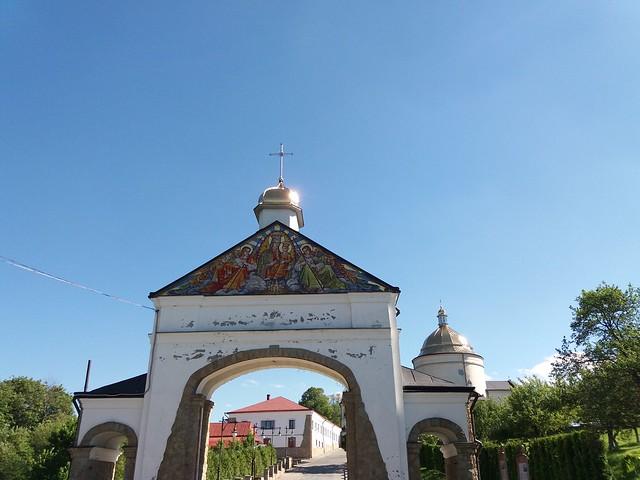 Монастир, відкритий для людей