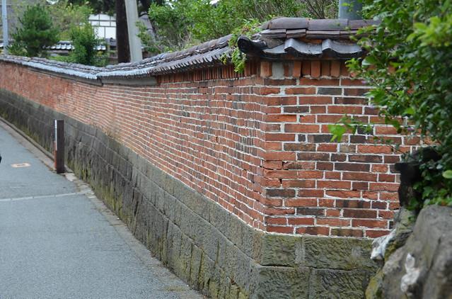 brick wall, Nikon D5100, AF-S DX VR Zoom-Nikkor 18-200mm f/3.5-5.6G IF-ED [II]